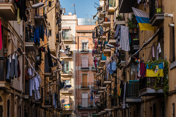 Wäscheleinen in Straße von Barcelona