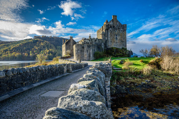 Keuken foto achterwand Kasteel Majestic Eilean Donan castle on beautiful autumn day - with sunny foreground, dramatic sky and amazing scenery
