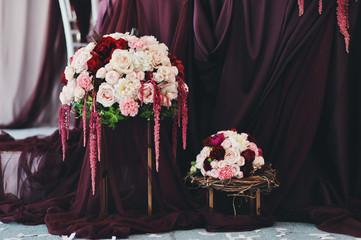 Круглый букет из розовых цветов