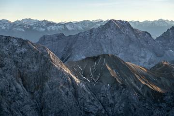 Blick vom Blassengrat im Wetterstein in Richtung Alpenhauptkamm