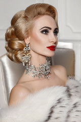 Fashion beauty blond woman retro hairstyle bright makeup and jewelry model