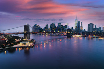 Fototapete - Brooklyn bridge at dusk, New York City