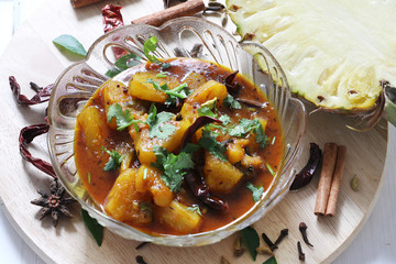 Asian vegetarian cuisine, Pineapple curry to eat with rice