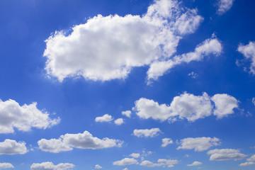 Schönwetterwolken am Himmel