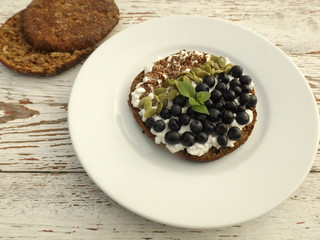 Cottage cheese sandwich, berries and seeds