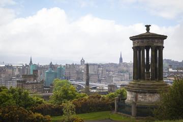 Edinburgh-Stadt und Schloss, Schottland, angesehen von Calton-Hügel