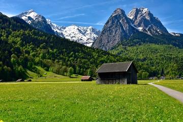Berge und Wiesen bei Grainau