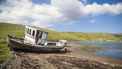 Drynoch, altes Schiffswrack an der Küstenlinie auf der Insel von Skye in Schottland.