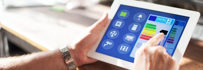 Smart Home Haus automation mit smart house app auf tablet oder smartphone