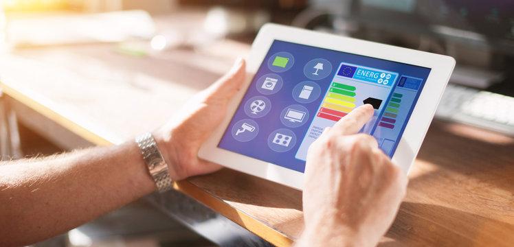 Smart Home Haus automation mit smart haus app auf tablet oder smartphone