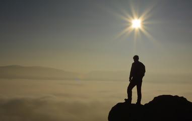 Zirvede Manzaranın Seyrine Dalan Dağcı