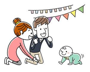 赤ちゃんのハイハイを応援する父母