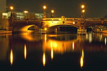 Moltke-Brücke bei Nacht in Berlin