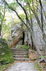 "Пещера в скале  резервата ""Мадара"" в Болгарии"