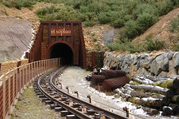 Entrada a una vieja mina de zinc reconvertida en visitable ,por conectar la mina y la cueva. Se paga auna entrada porvisitarla en un tren minero