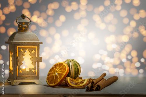 weihnachtliche szene mit laternenlicht und gew rze. Black Bedroom Furniture Sets. Home Design Ideas