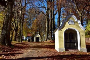 Kreuzwegstationen auf dem Kalvarienberg in Bad Tölz