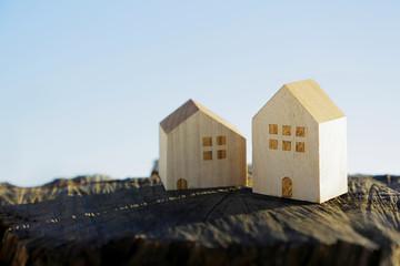 切り株と家 イメージ Stump and house image
