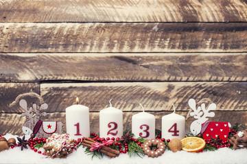 erster Advent brennende Kerze