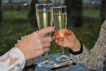 champagne into glasses