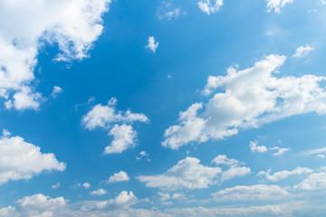 秋の青空と雲