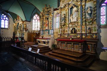 F, Bretagne, Finistère, der geschnitzte Altar in der Kirche von