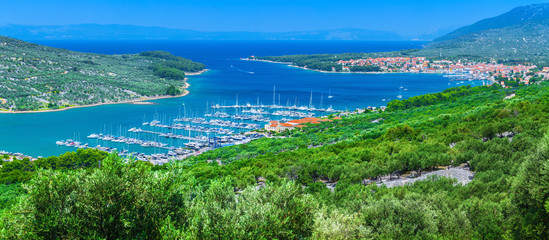 Foto auf AluDibond Stadt am Wasser Wonderful romantic summer afternoon landscape panorama coastline