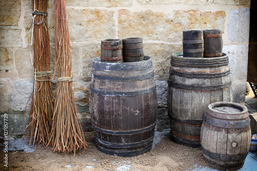 Barriles de vino antiguos stock photo and royalty free images on pic 127057729 - Barriles de vino ...