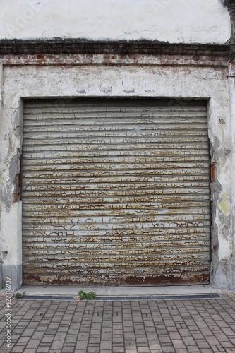 """""""Come verniciare la porta del garage"""" Immagini e Fotografie Royalty Free su Fotolia.com - File ..."""