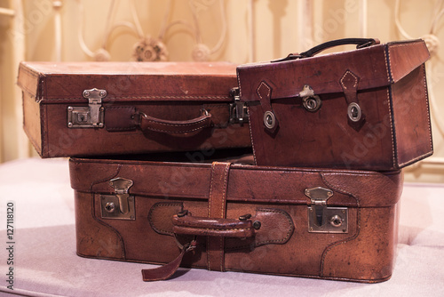 Maletas antiguas imagens e fotos de stock royalty free for Maletas antiguas online