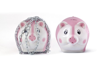 chains and piggy