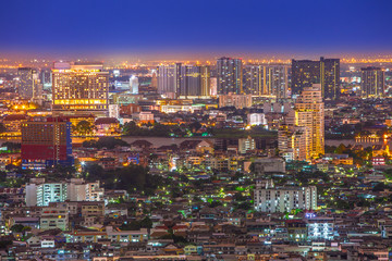 Foto op Canvas Canada night view of Bangkok city from small houses to skyscrapers and the Chao Phraya river in between