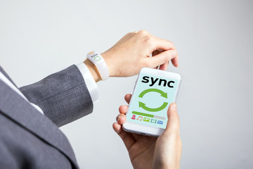 data sync between smart phone and smart watch