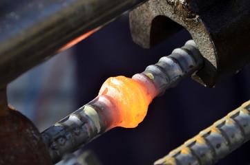 鉄筋ガス圧接継手の膨らんだところ