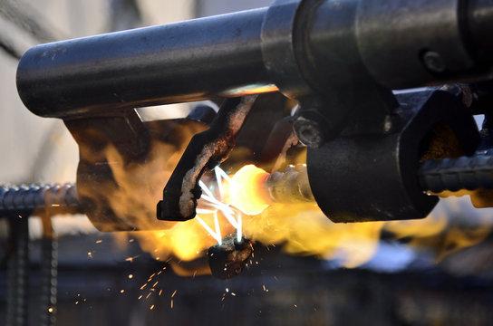 鉄筋ガス圧接継手
