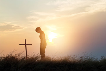 Canvas Afdrukken  - Woman respecting at the cross on the field of sunset background