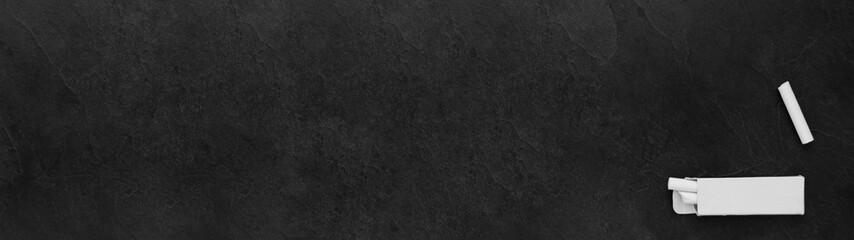 Tableau noir et craie blanche