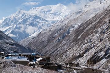 Fototapete - View of Annapurna III and Gangnapurna from Jharsang Khola Valley, Annapurna Circuit, Manang, Nepal