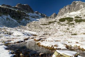 Fototapete - Snow-draped valley in the High Tatras, Dolina Piaciu Stawow Polskich, High Tatras, Poland