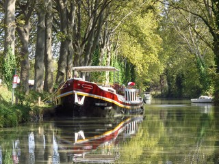 Péniche sur le Canal du Midi (France)