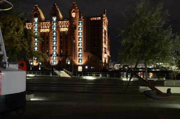 Hamburg, der Hafen und strahlende Lichter