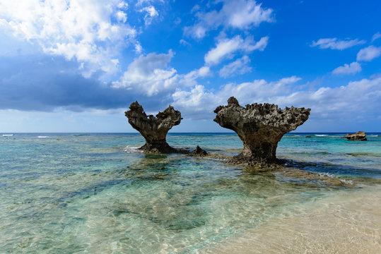 沖縄県 古宇利島 ティーヌ浜のハートロック