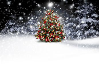Weihnachtsbaum im Winterwald