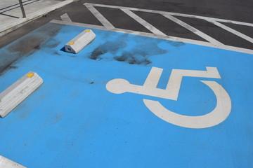 障害者用駐車場 車椅子マーク