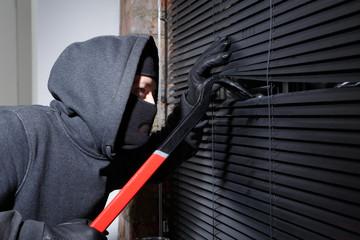 Thief trying to open window - fototapety na wymiar