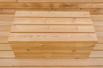 assise siège coffre en bois extérieur sur fond bois