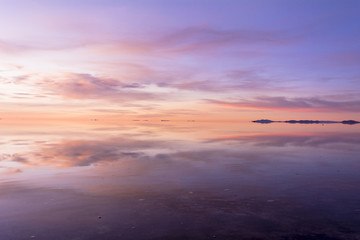 Wall Mural - ミラクルレイク・ウユニ塩湖の奇跡