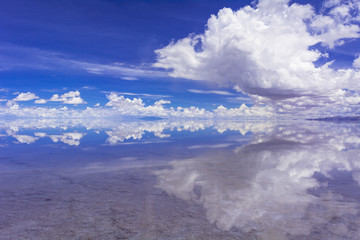 Fototapete - ミラクルレイク・ウユニ塩湖の奇跡