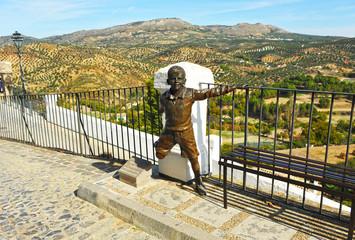 Escultura de niño en el Balcón del Adarve, Priego de Córdoba, Andalucía, España