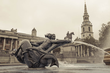 Fototapete - Mermaid statue on Trafalgar Square